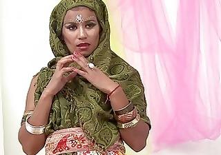 beautiful indian wife sucking muscle pecker