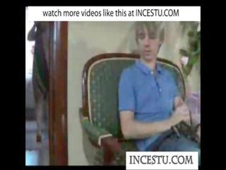 son plays with mammas pants at incestu.com