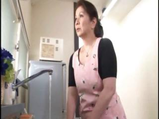 japanese mature housewife does an old dude and a