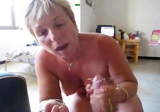 49yo fat-assed french wife making a blowjob