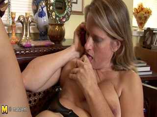 hot american cougar mama masturbates whilst