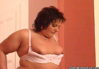 xxl granny copulates her old bawdy cleft with a